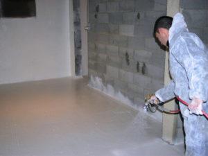 7 - Application finale de résines Epoxy pour finition parfaite évitant le farinage (poussières) des supports béton soumis à l'usure
